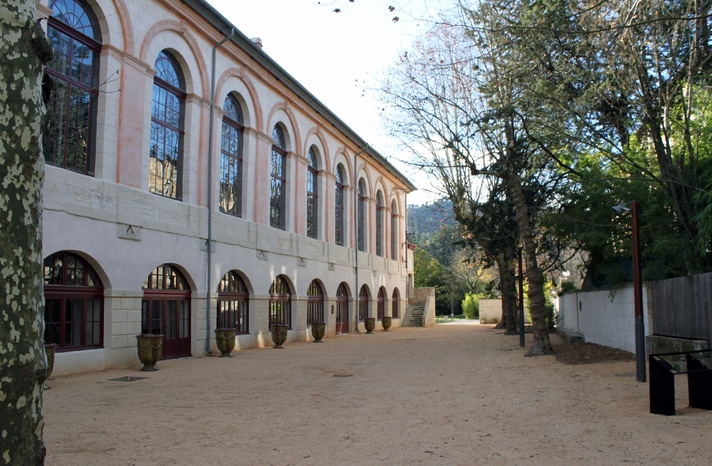 Maison rouge - Gite Roulotte Entre Vignes et Oliviers- Cévennes Gard