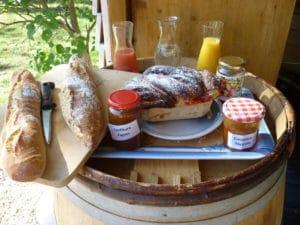 Petit déjeuner continental - Gite Roulotte Entre Vignes et Oliviers - Cévennes - Gard