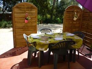 Gite - Table extérieure - Entre Vignes et Oliviers - Cévennes Gard