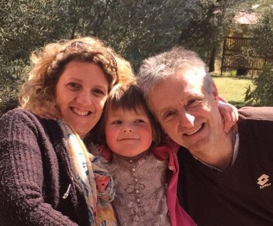 Nathalie et Alain Paulet - Gite Roulotte Entre Vignes et Oliviers