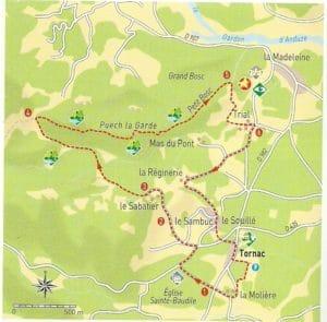 Balade Chateau Tornac - gite roulotte Entre vignes et oliviers - cevennes - gard