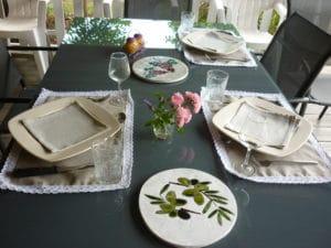 table menu terroir - gite roulotte entre vignes et oliviers - cevennes - gard
