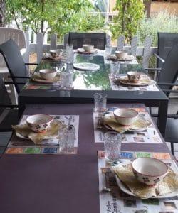 petit dejeuner famille tribu - gite roulotte entre vignes et oliviers - cevennes - gard