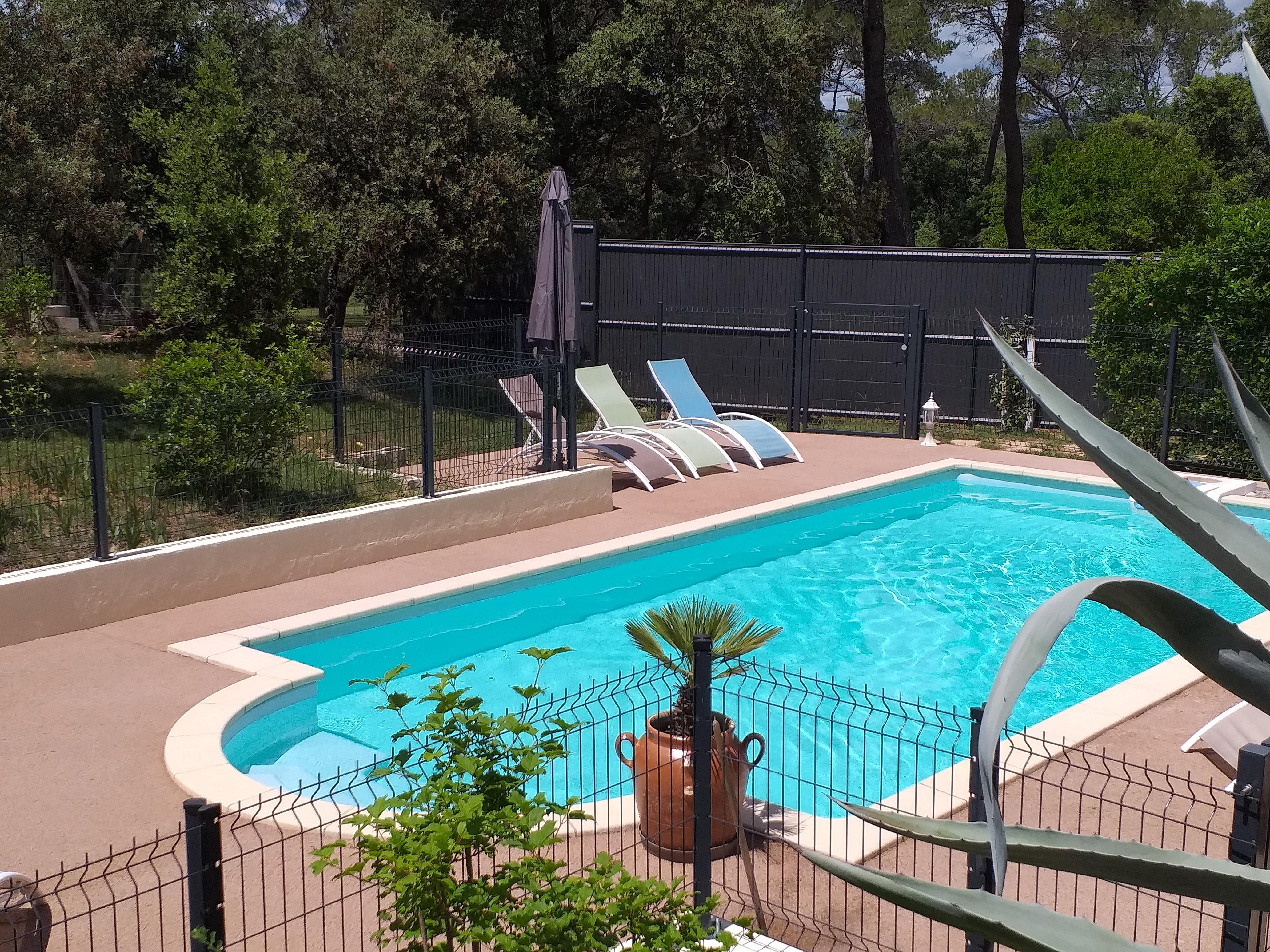 piscine - gite roulotte entre vignes et oliviers - cevennes - gard